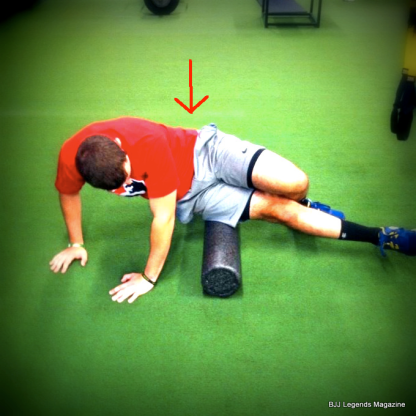 Foam_Rolling-IT_Band lower back twisted with lines