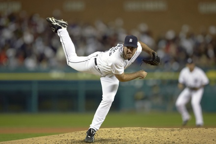 Justin Verlander Throwing Landing Leg