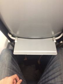 spirit-airlines-tray-table